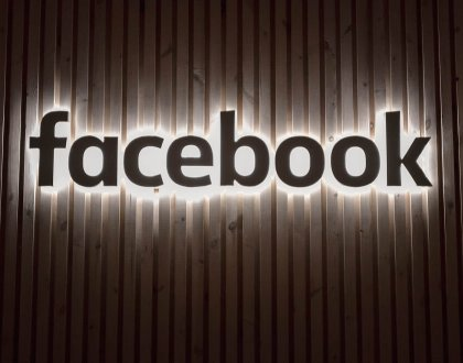 Facebook блокира потребители